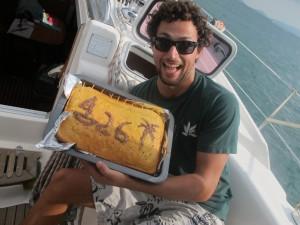 Marc con su pastel artesano.